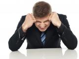 Onko sinun vaikea keskittyä työpäiviesi aikana? Näillä kolmella keinolla pystyt tukahduttamaan tärkeiden töidesitärvääjät.